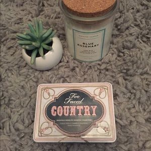Too Faced Country Eyeshadow Pallette